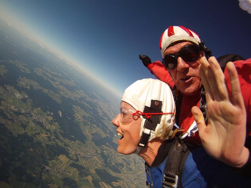 Niederösterreich Tandemsprung in Fromberg beim Fallschirmspringer Treffen